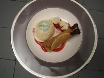 Orangen-Vanille-Eis auf Himbeerspirale an einer frisch gebackenen Eiserwaffel - Rezept