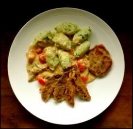 Petersilien-Nocken,  panierte Hexen und Pilz-Rahmsoße mit Kirschtomaten - Rezept