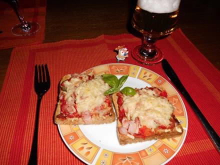 Pizza-Toasts>> - Rezept