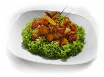Herbstlicher Kürbissalat mit Obst und Hühnerfleisch - Rezept