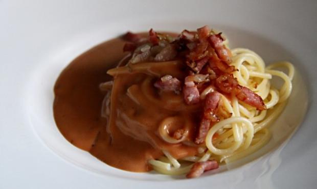"Spaghetti mit ""roter Sauce"" - Rezept"