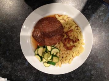 Rindfleisch mit Spätzle, Pfifferlinge und Zuchini à la Mama - Rezept