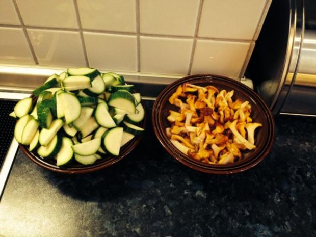 Rindfleisch mit Spätzle, Pfifferlinge und Zuchini à la Mama - Rezept - Bild Nr. 2