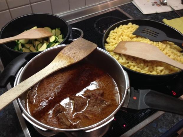 Rindfleisch mit Spätzle, Pfifferlinge und Zuchini à la Mama - Rezept - Bild Nr. 5