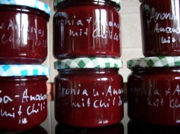 Konfitüre & Co: Aronia mit Ananas und Chili - Rezept