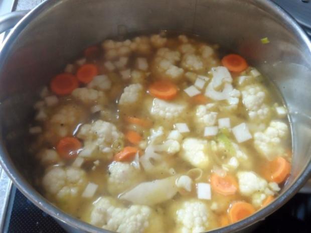 Suppen: Pikante Blumenkohl-Creme-Suppe mit Karotten und Cabanossi - Rezept - Bild Nr. 6