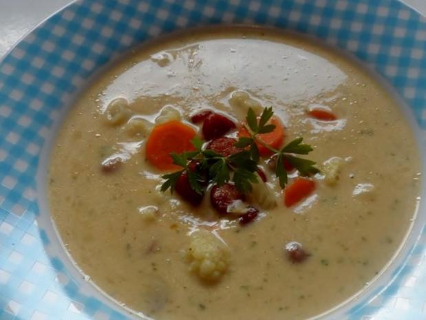 Suppen: Pikante Blumenkohl-Creme-Suppe mit Karotten und Cabanossi - Rezept - Bild Nr. 9