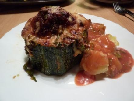 FL/Rind/ Schwein: Zucchini gefüllt - Rezept