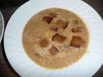 Kartoffel - Sellerie - Suppe mit Steinpilzen, Crandbeeries, Walnüsse + Coutons ! - Rezept