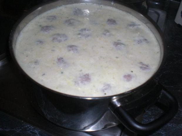 Erbsensuppe mal anders - mit Reis und Hackbällchen - Rezept