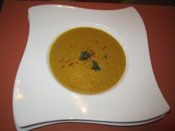 Kürbis-Kokos-Suppe mit roten Linsen - Rezept