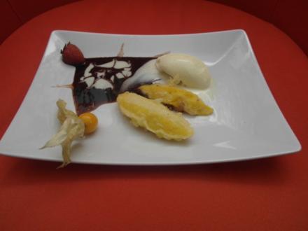 Paniert gebackene Mango an Dessertspiegel mit Vanilleeis - Rezept