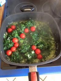 lachspfanne mit Spinat und dazu Nudeln - Rezept