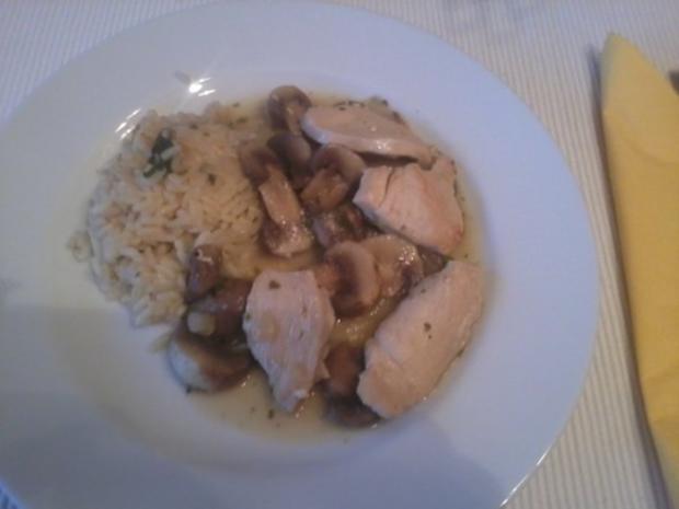Hühnerfilet in Champignonsahnesauce mit frischen Kräutern - Rezept - Bild Nr. 5