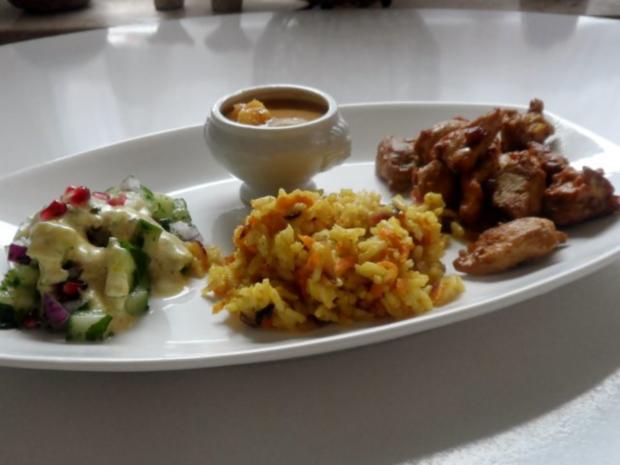 Teriyaki-Hähnchen mit Mango-Erdnuss-Soße, Curry-Möhren-Reis und Granatapfel-Gurken-Salat - Rezept