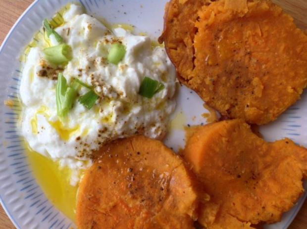 Süßkartoffel mit Schmand  und Rucolasalat - Rezept - Bild Nr. 3
