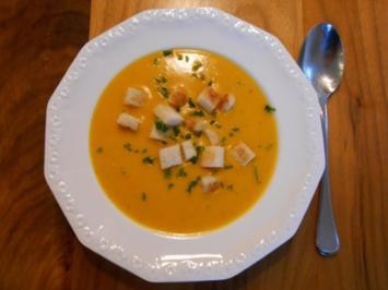 Kürbissuppe mit Knoblauch-Croûtons - Rezept