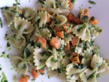 Farfalle mit Spinat und Karotten - Rezept