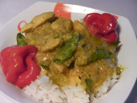 "Höhlenfeuer Hühnerfrikassee auf ""Thai-curry"" Art - Rezept"