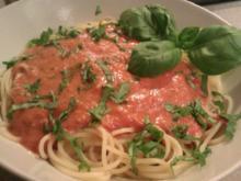 Spaghetti mit Tomaten-Mozzarellasoße - Rezept