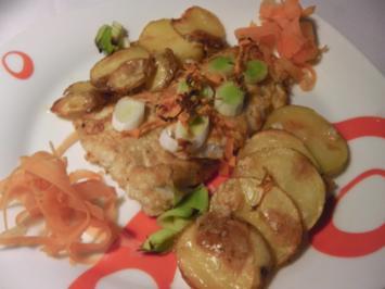 Mehlierter Pfeffer-Dorschfisch mit Lauchschuppen auf zitronigen Kartoffelchips - Rezept