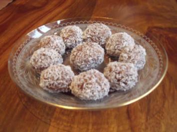 Schnelle Pralinen mit Datteln und Nougat - Rezept