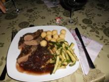 Lammfilet mit Weinsoße und Zucchini>> - Rezept