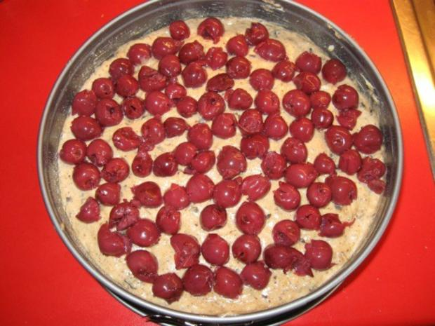 Kirsch - Schoko - Kuchen mit Nüssen - Rezept - Bild Nr. 11