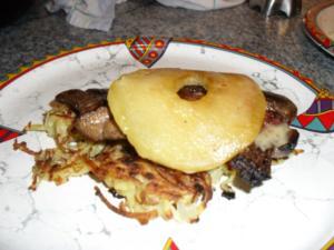 Gebratene Leber auf Kartoffelrösti mit karamelisierter Apfelscheibe und Calvadossoße - Rezept