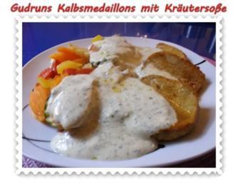 Rezept: Fleisch: Kalbsmedaillons mit Käse-Kräutersoße und gedämpften Gemüse