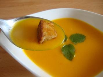 Kürbis Suppe auf Sauermilch-Apfelbasis - Rezept