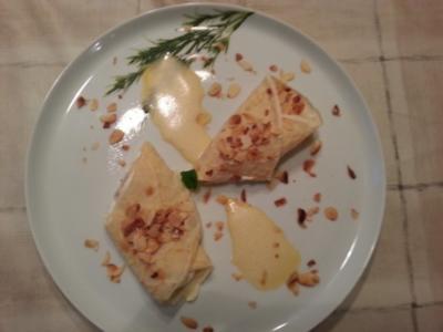 Crêpe mit karamellisierten Bananen, Cremefüllung und Zimtschaum - Rezept