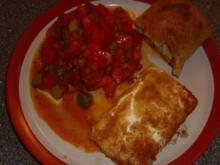 Panierter Feta mit Tomaten-Paprika Gemüse - Rezept