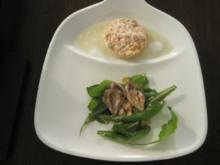 Marinierter Lachs auf Wermut-Schaum und Löwenzahnsalat mit Wachtelbrust - Rezept