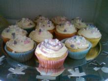 Leckere Vanilliecupcakes mit Buttercremetopping - Rezept