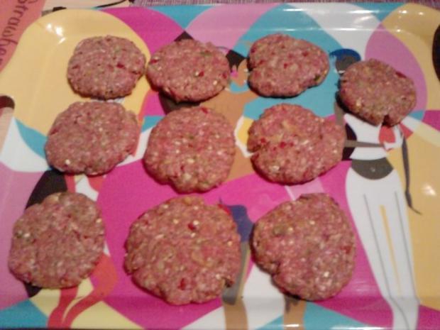 CHILIDELLEN RELOADED GEBAYERT UND CO- Scharfe Fleischpflanzerl mit Rote Ruabn-Salat - Rezept - Bild Nr. 8