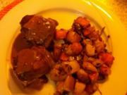 Schweinefiletpäckchen mit Schafskäse  in Rotweinjus mit Rosmarin-Karotten-Kartoffeln - Rezept
