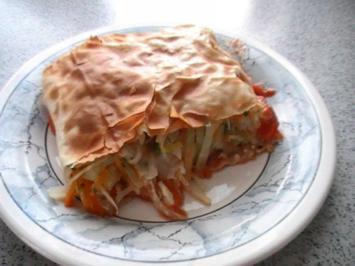 Gemüsestrudel mit Tomatensauce - Rezept