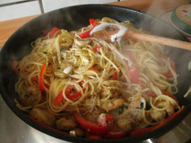 Spaghetti mit Knoblauch Paprika und Garnelen - Rezept - Bild Nr. 11