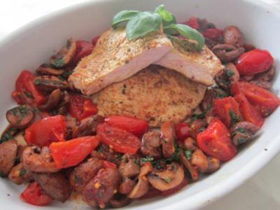 Schnitzel mit Tomaten und Champignons - Rezept
