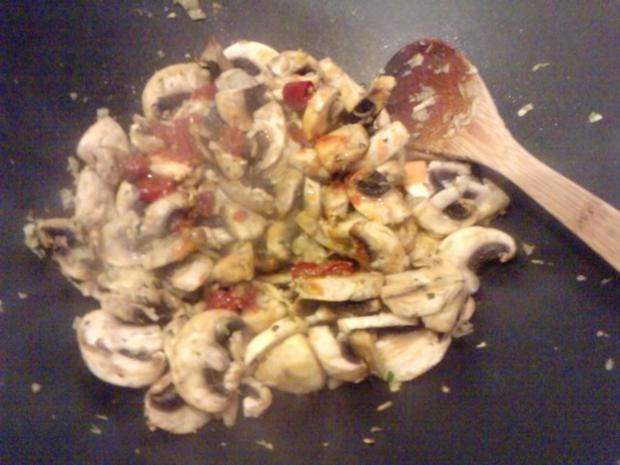 SALAT MIT 5 KOSTBARKEITEN  Tomaten-Rucoola-Zwiebel-Knofi-Champi-Salat - Rezept - Bild Nr. 6