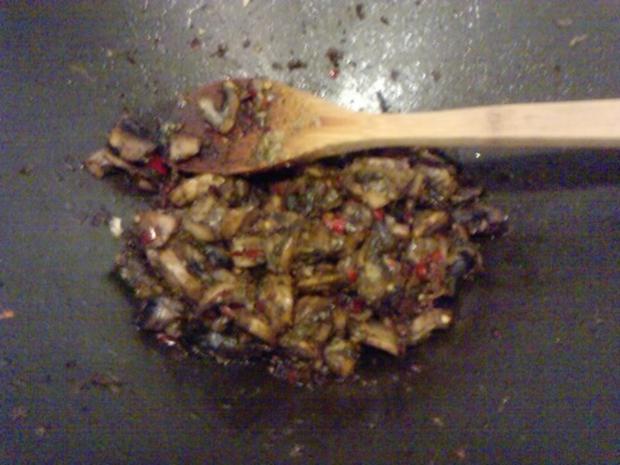 SALAT MIT 5 KOSTBARKEITEN  Tomaten-Rucoola-Zwiebel-Knofi-Champi-Salat - Rezept - Bild Nr. 7
