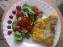 Knuspriger Zander an einem fruchtigem Feldsalat mit Honig-Senf-Dressing - Rezept