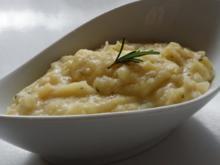 Beilagen: Knoblauch-Kartoffelpüree mit Rosmarin und Thymian - Rezept