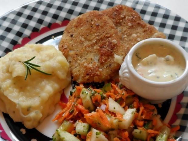 Knusprige Kohlrabischnitzel mit Apfel-Joghurt-Dip, Gurken-Birnen-Salat und Kartoffelpüree - Rezept - Bild Nr. 14