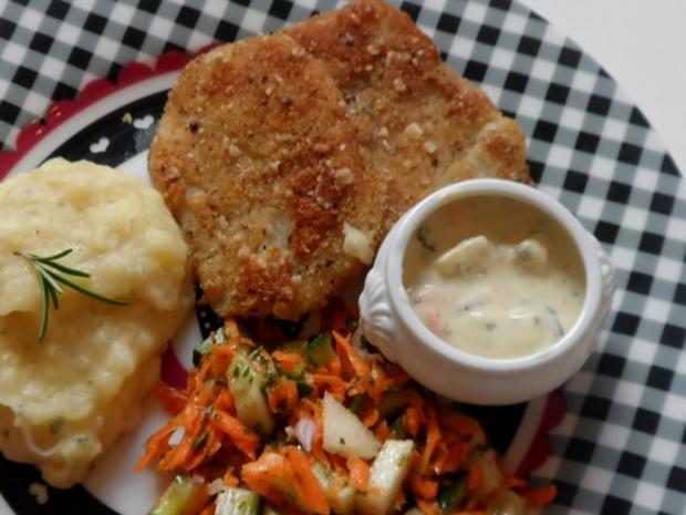 Knusprige Kohlrabischnitzel mit Apfel-Joghurt-Dip, Gurken-Birnen-Salat und Kartoffelpüree - Rezept