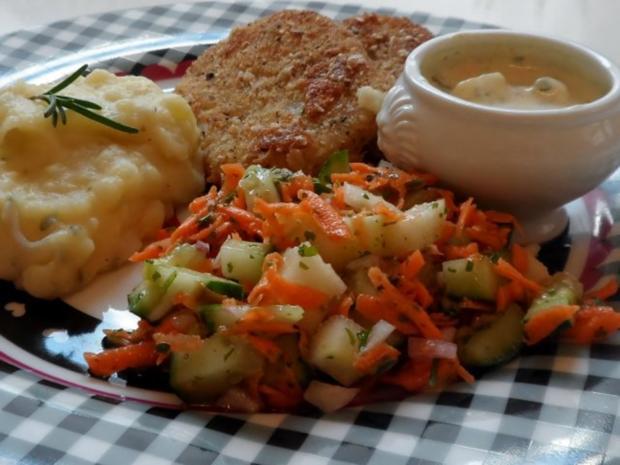 Knusprige Kohlrabischnitzel mit Apfel-Joghurt-Dip, Gurken-Birnen-Salat und Kartoffelpüree - Rezept - Bild Nr. 15