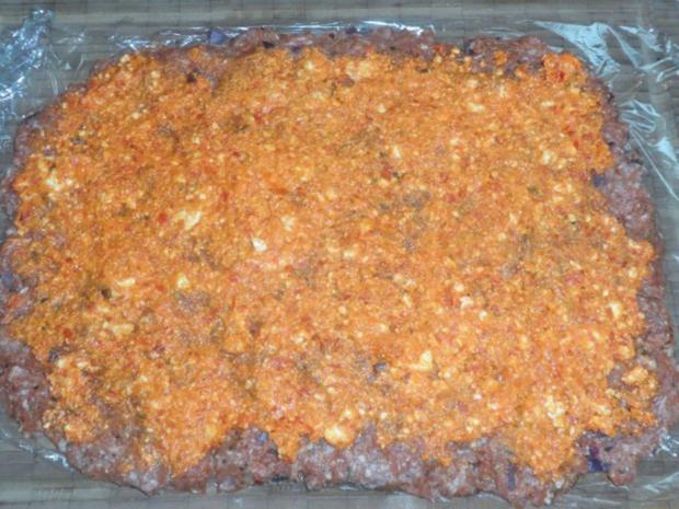 Mediterran gefüllte XL-Frikadellen mit Peperoni, Tomaten und Feta - Rezept - Bild Nr. 9
