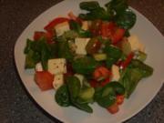 Gemischter Salat mit Camembert und Weintrauben - Rezept