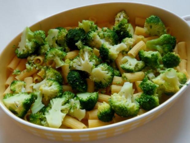 Hähnchen-Nudel-Auflauf mit Champignons, Broccoli und Tomaten-Sahne-Soße - Rezept - Bild Nr. 11